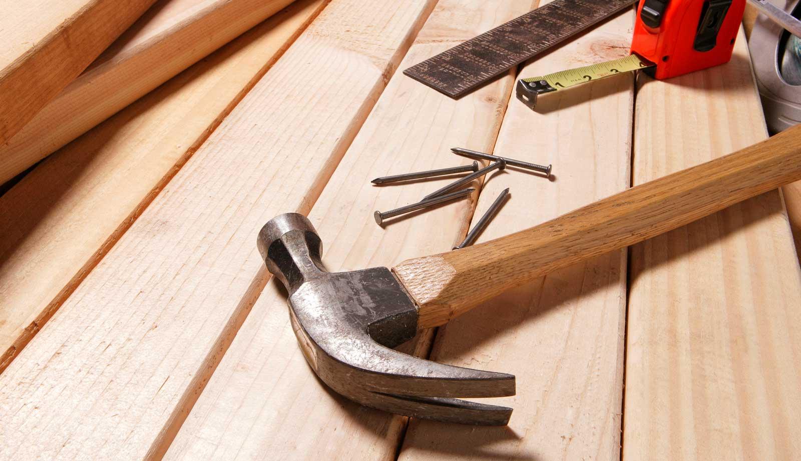 Tisch mit Werkzeug Holz